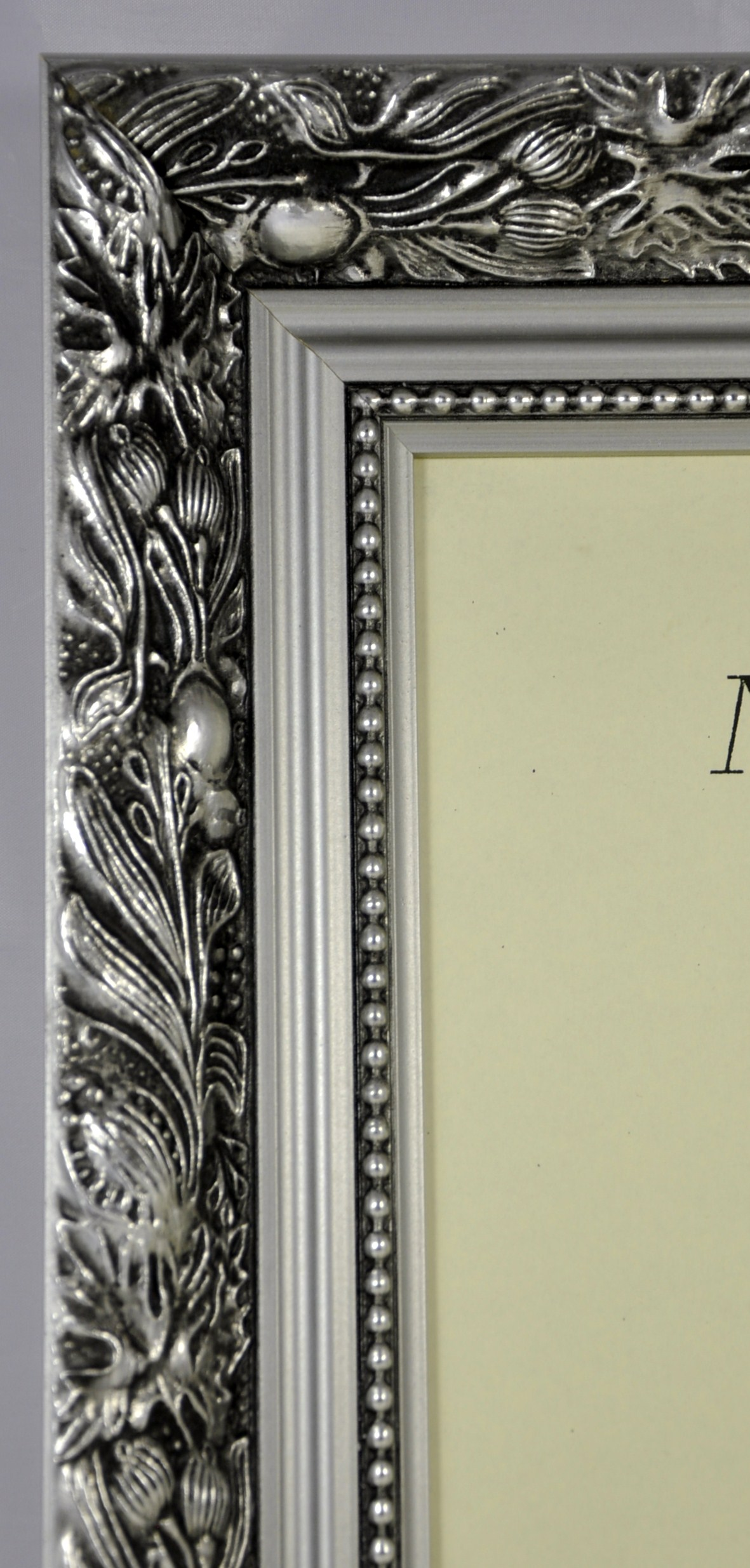 f5 quality wood frame in silver dahlia trade picture frames. Black Bedroom Furniture Sets. Home Design Ideas